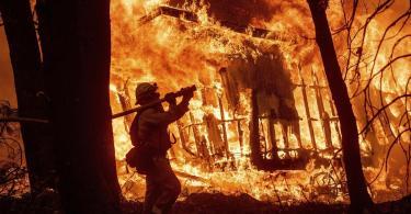 Pastor salva vizinhos de incêndio na Califórnia, após abrigá-los em sua igreja