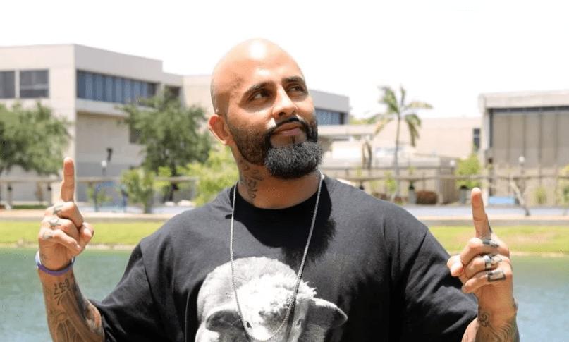 Líder de gangue se torna evangelista e passa a batizar pessoas nas ruas