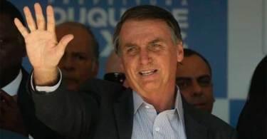"""Bolsonaro inaugura escola e critica ideologia de gênero: """"Nasce homem ou nasce mulher"""""""