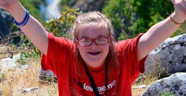 """Cristã com síndrome de Down faz campanha contra aborto: """"A vida é preciosa"""""""