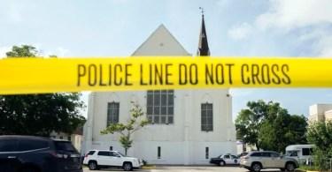 Cristãos e judeus se unem para adorar a Deus em igreja, após ataque a tiros
