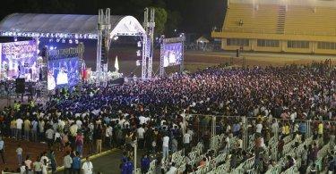 Neto de Billy Graham faz evento evangelístico para 35 mil pessoas nas Filipinas