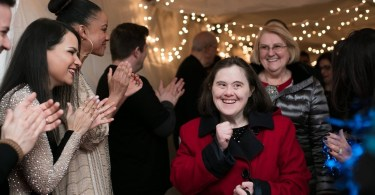 650 igrejas se unem para realizar baile para pessoas com síndrome de Down