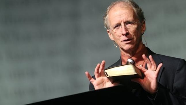 O entretenimento toma o lugar de Deus em nosso dia a dia, diz John Piper