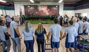 Orações e fé são principais manifestações pela tragédia no Flamengo
