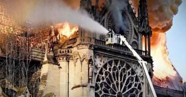 As gárgulas de Notre Dame e a celebração islâmica de sua destruição