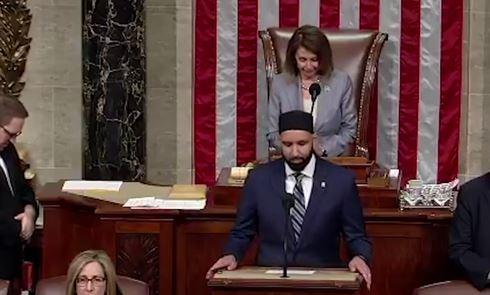 Líder religioso islâmico antissionista faz reza de abertura na Câmara dos Deputados dos EUA