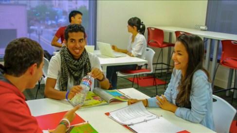 ALumnos estudiando inglés en San Diego