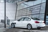 2017-BMW-330e-1