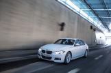 2017-BMW-330e-3