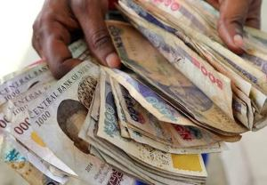 Naira Collapses Further, Exchanges for 504/$ at Parallel Market