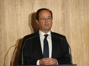800px-2012_Francois_Hollande_CGPME_5_photo_Copyleft