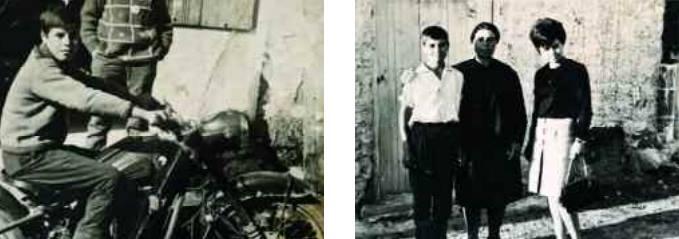 Απεικονίζεται ο Μανώλης Μπικάκης σε παιδική ηλικία να κάνει ποδήλατο και στην διπλανή φωτογραφία απεικονίζεται οικογενειακή