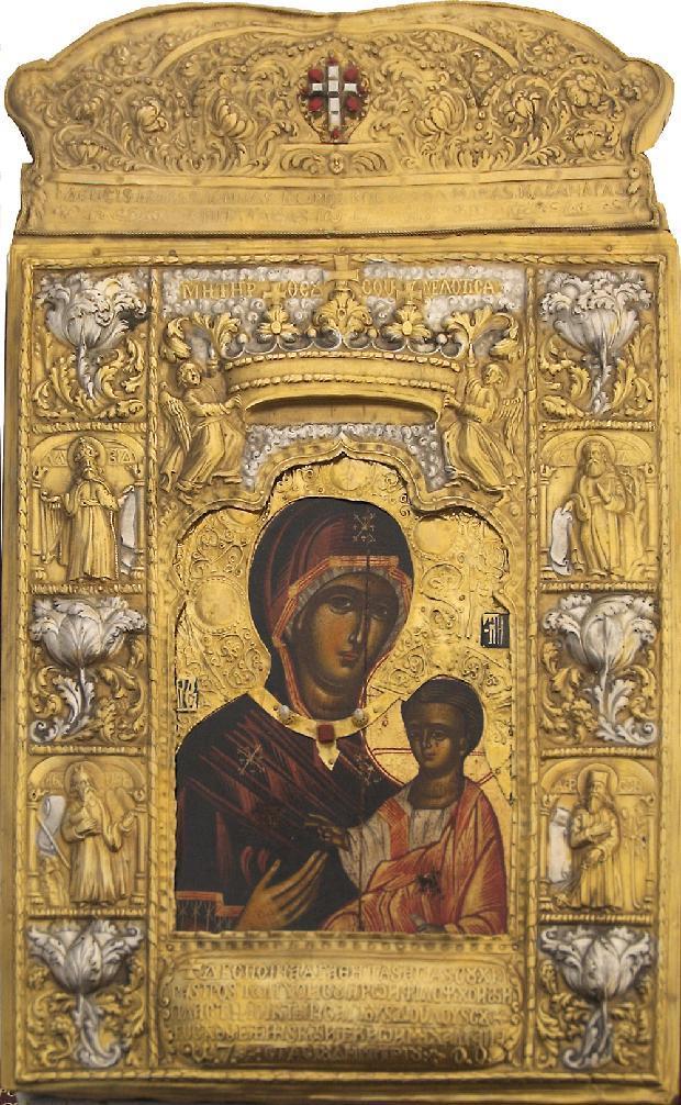 Απεικονίζεται η είκονα της Παναγίας Σουμελά και στην αγκαλιά της έχει τον Ιησού