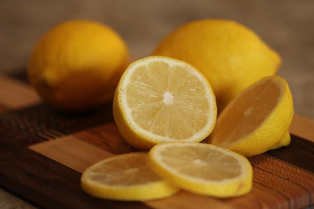 Jak pić herbatę z cytryną