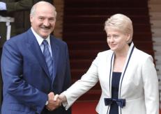 Baltarusijos diktatorius A. Lukašenka (kairėje). Nuotr. ve.lt