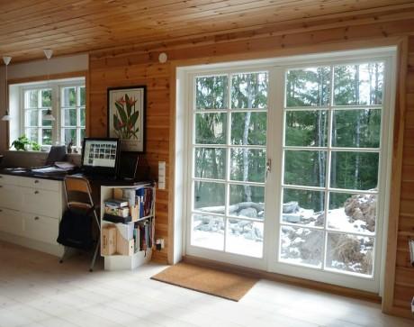 Ekstrands utåtgående parfönsterdörr med wienerspröjs WSP4:1