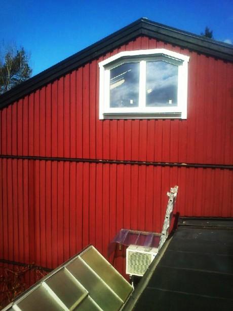 Efter håltagning och fönsterinstallation, fönster från Ekstrands med brutna vinklar