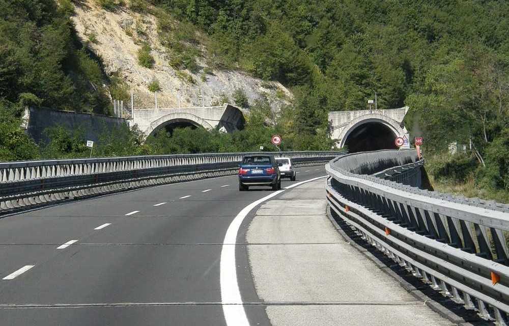 A24-A25: dal 1 maggio limitazioni alla distanza tra i veicoli e alla velocità in 14 gallerie