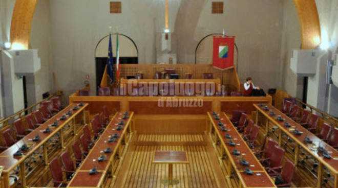 Giunta d'Abruzzo: sì al rendiconto 2018 e via libera spoil system