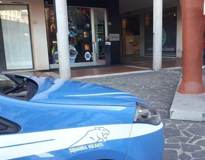 Aggredirono troupe Rai a Pescara, arrestati per la rapina compiuta a dicembre in una gioielleria