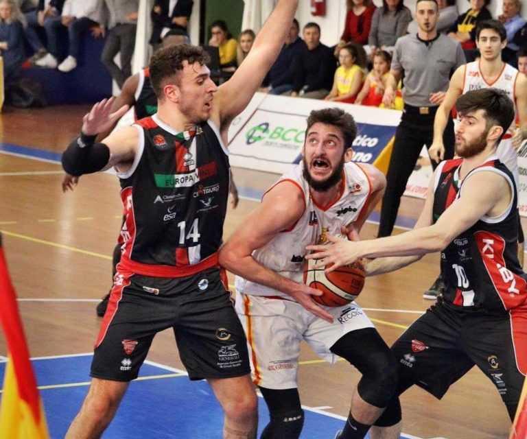 Basket B, impresa dell'Etomilu Giulianova sul parquet di Pescara (62-66)