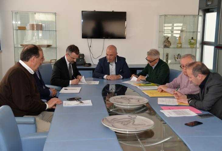 VIDEO | Rifiuti: firmata convenzione Regione-Comuni per discariche dismesse, tra cui La Torre di Teramo