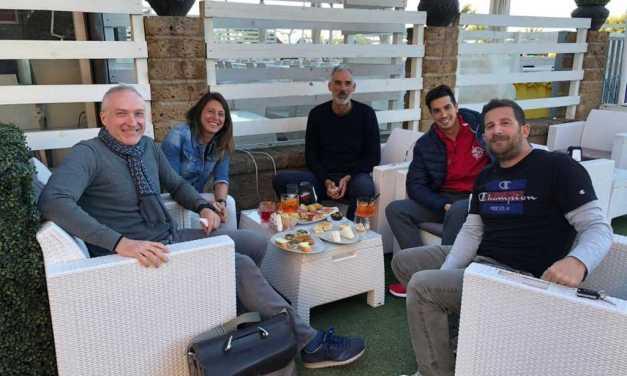 Maratona Adriatico Abruzzo, cinque nuotatori in staffetta da Martinsicuro a San Salvo per beneficenza