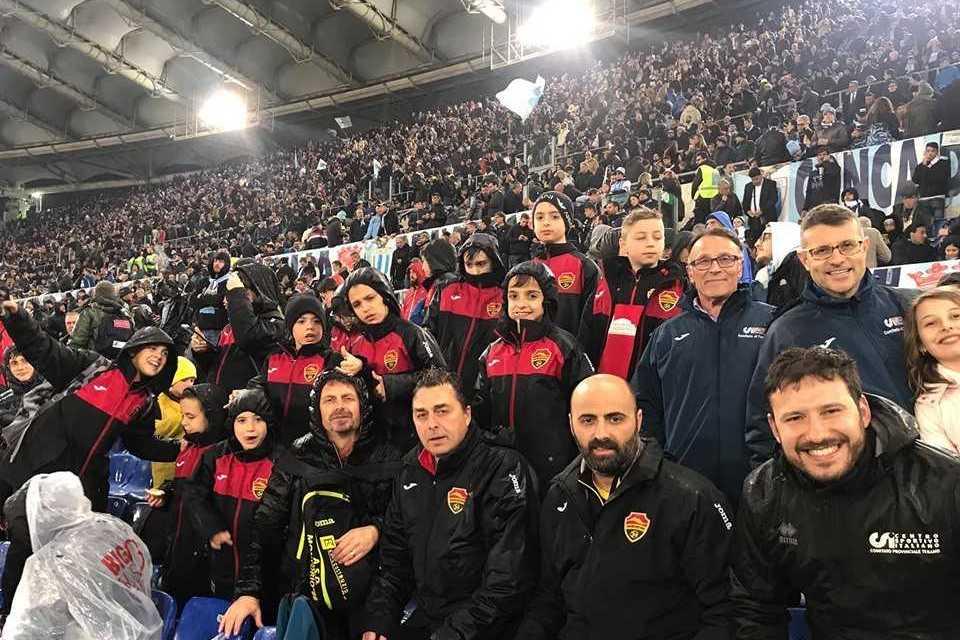 """FOTO   Coppa Italia, il tifo """"sano"""" dello Sporting Gran Sasso: il gruppo under 12 di Montorio ha regalato esempi di sportività"""