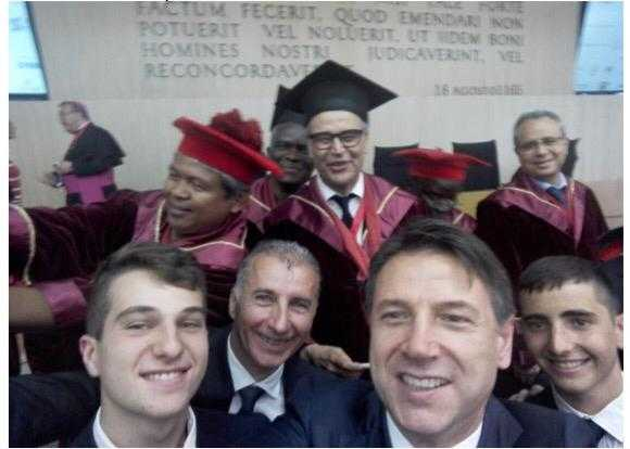 Liceo D'Annunzio Corropoli, a scuola di Cooperazione ad Unite ed il selfie con il Premier Conte