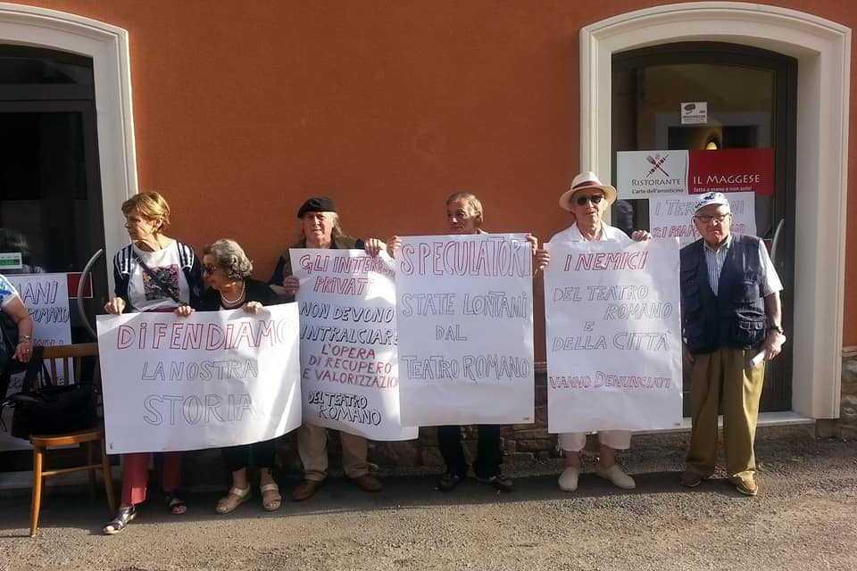Blitz di Teramo Nostra nel convegno sul Teatro Romano: difendiamo la nostra storia!