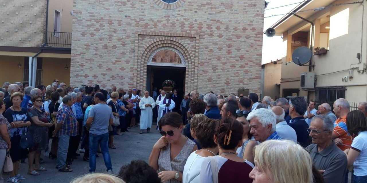FOTO |  Colleranesco si è stretta ai familiari per l'ultimo saluto a Camillo Pechini