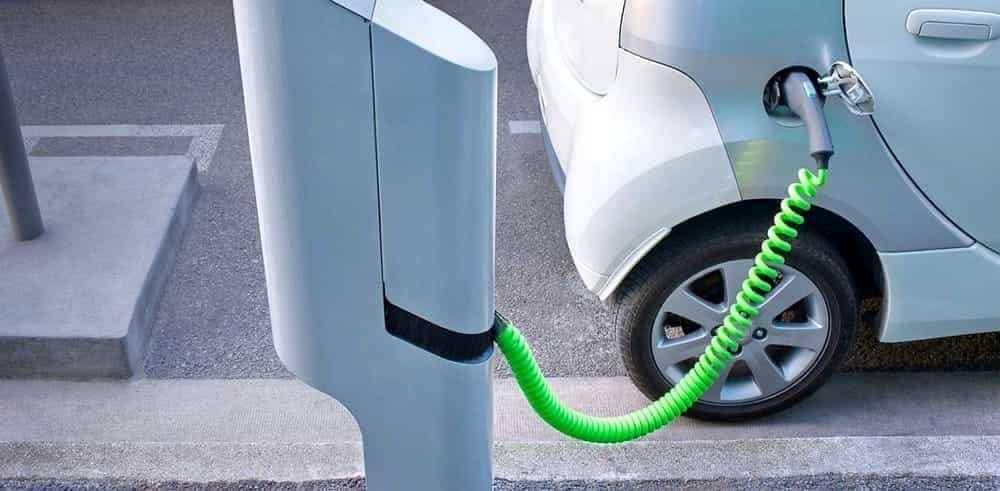 Roseto, presto cinque punti di ricarica per autoveicoli elettrici: firmato protocollo con X Mobility