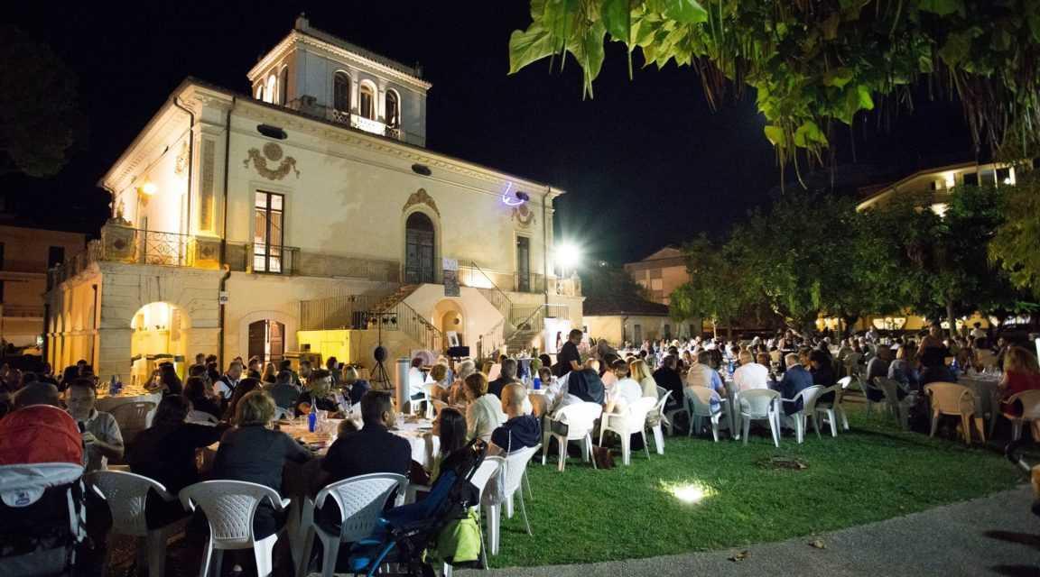 """FOTO   Torna a Pineto""""Calici in Villa""""con degustazioni guidate dei vini del territorio"""