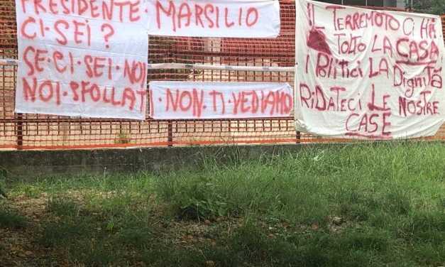 FOTO e VIDEO | Colleatterrato, la protesta dei terremotati e i messaggi a Marsilio: dove sei? perché non viene?