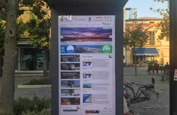 Giulianova, attivato il totem multimediale in piazza Fosse Ardeatine con tutte le informazioni sulla città