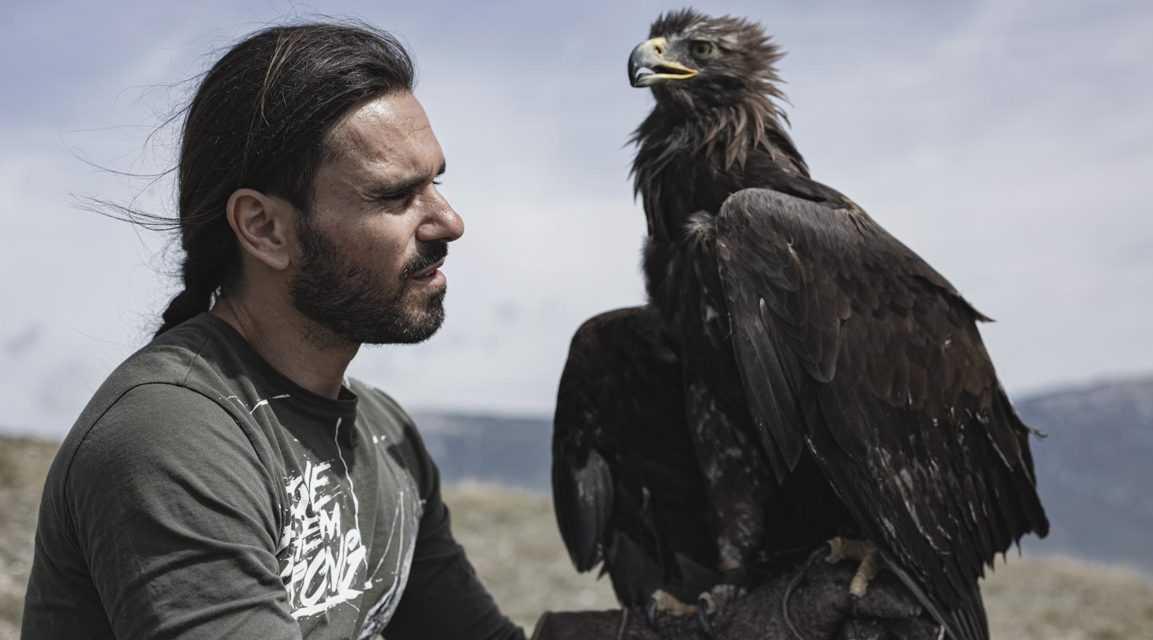 FOTO e VIDEO | Impact: la storia del falconiere Giovanni Granati per promuovere l'Abruzzo