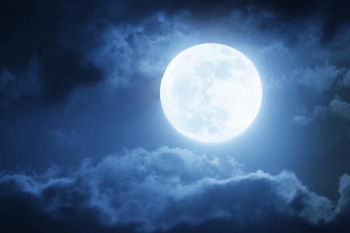 月のリズムを身体と心で感じる~月はいつもあなたを見ています~