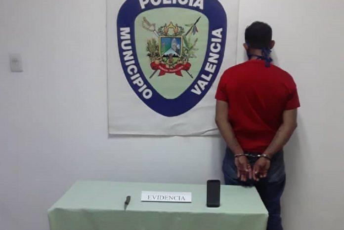 Arrestado sujeto que robó el celular a una mujer a punta de cuchillo