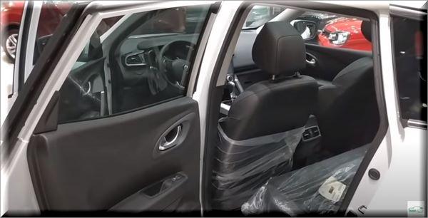 السيارة من الداخل