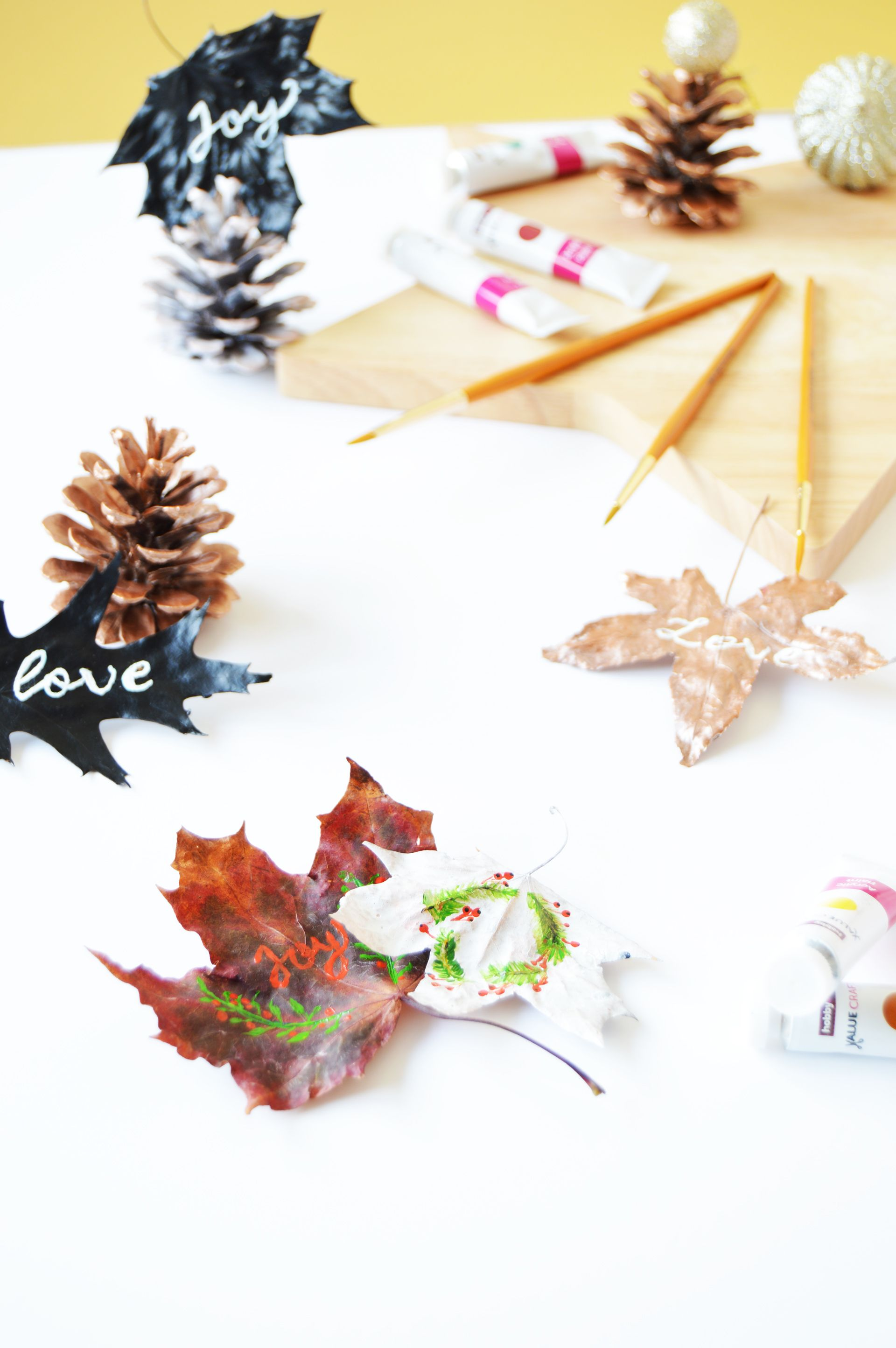Why don't you make your gifts more personalised this year? Instead of using store bought gift tags, how about making your own gift tags with leaves? DIY Leaf gift tags are easy to make and it will make your gifts stand out.