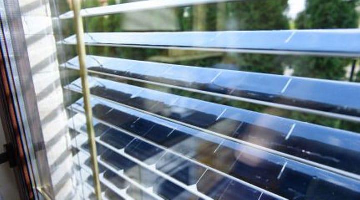Des stores qui produisent de l'électricité grâce à l'énergie solaire