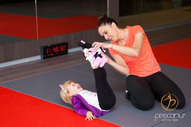 Yoga ii pune pe copii in contact cu geniul lor interior
