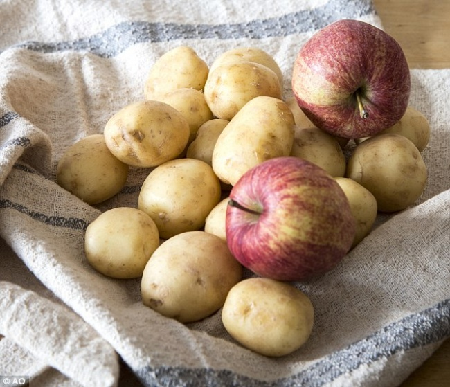 3293655-3238427300000578-3493629-Store_an_apple_or_two_in_a_ventilated_bag_with_your_potatoes_and-a-8_1458133668241-1467381704-650-74e7600765-1470403994