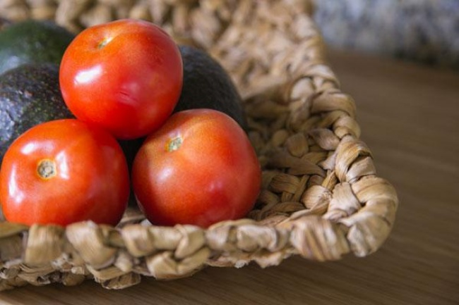 3293805-keep-your-produce-fresh-tomatoes-1467380779-650-1eff8990ac-1470403994