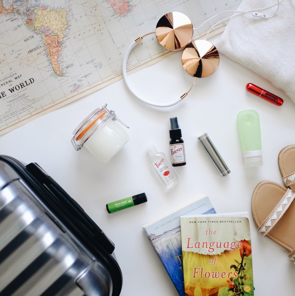 10 TRAVEL MUST HAVES - www.elanaloo.com