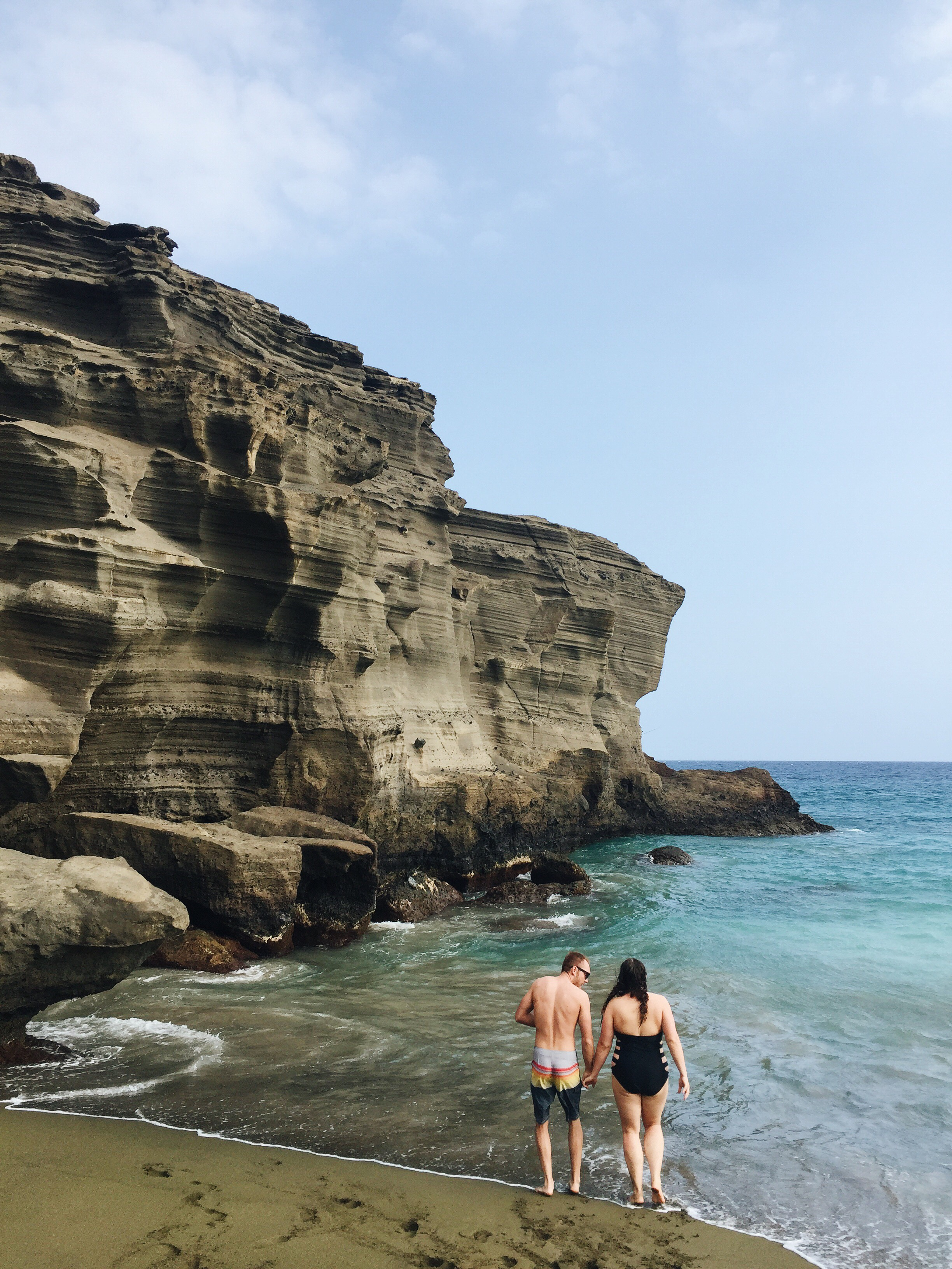 Most Gorgeous Beaches on Earth | Exploring Mahana Bay on The Big Island of Hawaii | Green Sand Beach | Hawaiian Adventures | via elanaloo.com + @elanaloo