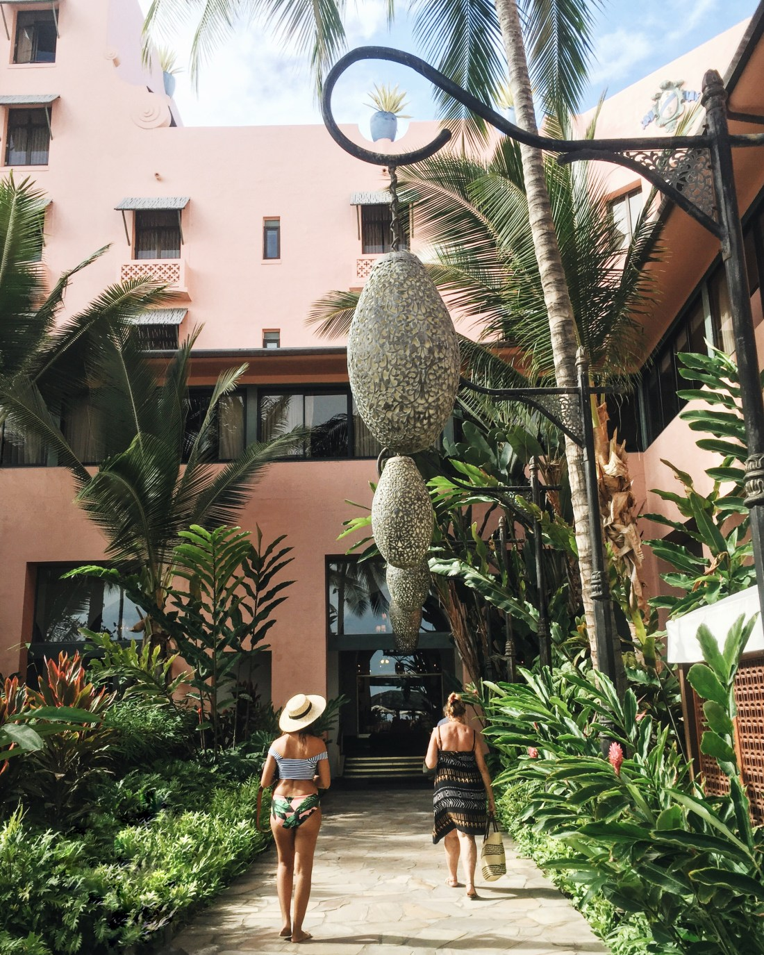 Royal Hawaiian Hotel | Pink Palace in the Pacific | Hotel Accommodations in Honolulu, Oahu | Best Places to stay on Oahu | Travel Guide to Oahu via @elanaloo + elanaloo.com