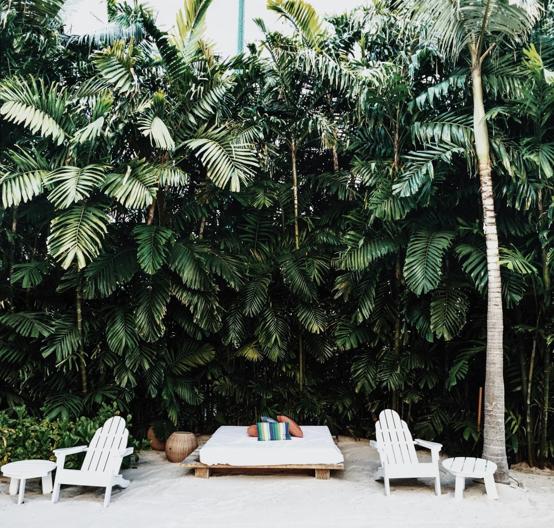 BEST TRAVEL DESTINATIONS | Summer Inspo | Weekend Goals | The Modern Honolulu | Best Hotels in Hawaii | Drinks at the Pool | Best Places to Stay in Honolulu | Travel Guide to Oahu via @elanaloo + elanaloo.com