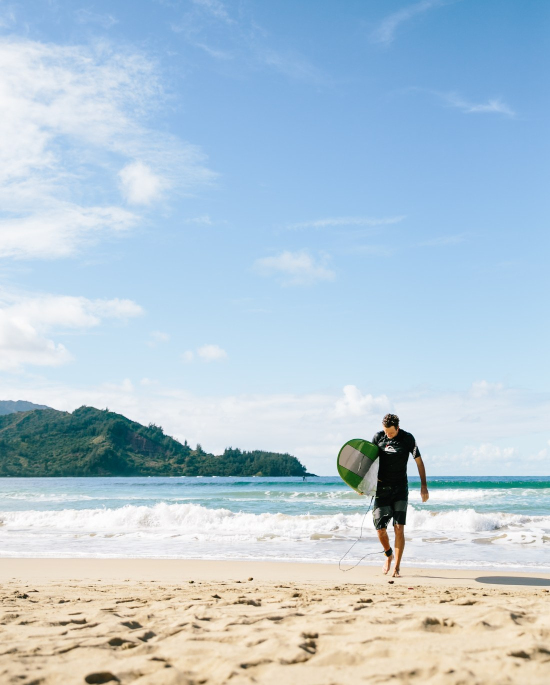 Surfing Hanalei Bay, Kauai | Travel Guide to Kauai, Hawaii | Travel Tips for Kauai | Packing List for Kauai | Helpful Tips for Traveling to Kauai | Kauai Travel Guide | Hawaii Travel Guide | Why You Should Visit Hawaii | Napali Coast Boat Excursion | Activities To Do in Kauai | Best Vacation Places in the World via @elanaloo + elanaloo.com
